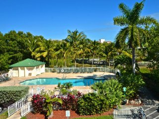Dog-friendly condo w/ shared pool & hot tub perfect for exploring Key West!