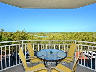 Sunny condo w/ amazing views features shared pool & hot tub - dogs welcome!