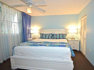 Stellar condo w/ balcony, shared pool & hot tub, tennis courts, & parking spot