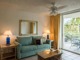 Quiet condo w/ shared pool & hot tub, private balcony - dog-friendly!