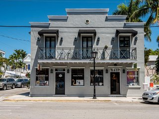 Condo on Duval Street - walk to beach & Southernmost Point, dogs OK