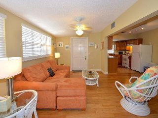 Condo on Duval w/shared hot tub  & private parking - dogs OK