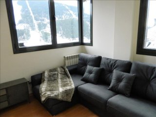 Tres 61 apartment in Canillo with WiFi, privéparkeerplaats & lift.