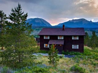 Beautiful Mountain Views Great For Family & Friends / Central To All Skiing, Din