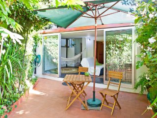 Quiet flat 2 rooms with private garden