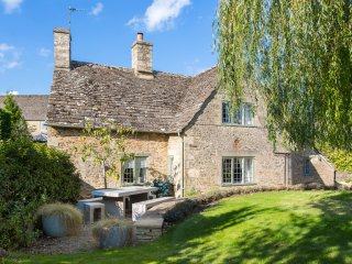 Southrop Villa Sleeps 6 - 5477973