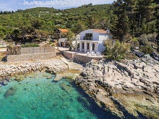 5 bedroom Villa in Zastražišće, Splitsko-Dalmatinska Županija, Croatia : ref 541