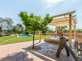 Buger Villa Sleeps 6 with Pool - 5428916
