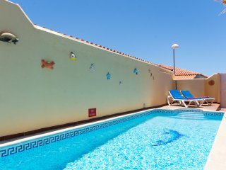 Tranquil 3 Bedroom Villa. Private Heated Pool. Sleeps 6. Callao Salvaje  |MAR