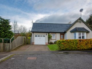Fraoch Cottage - Spacious bungalow sleeping 6 (+2) and dog friendly
