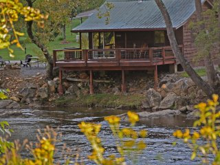 *$79/nt. February 2018 Special* Gorgeous Riverfront Cabin w/FB!!!