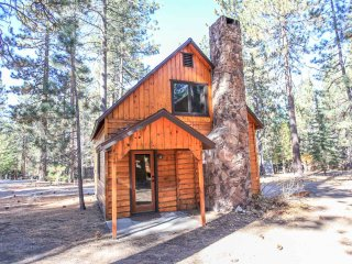 ~Robin Hood~Adorable Boulder Bay Log Home~Walk To Lake/Marina~Minutes To Town~