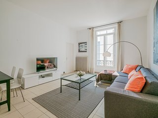 Great Two Bedroom Apartment close to the beach and Palais des Festivals