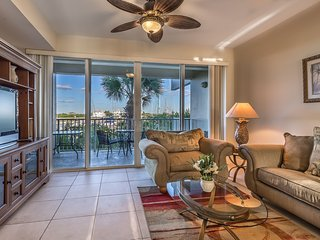 Waterfront Faboulous 2 bdr.1.5bth.Town House w. Private Beach U-429, Tampa Bay