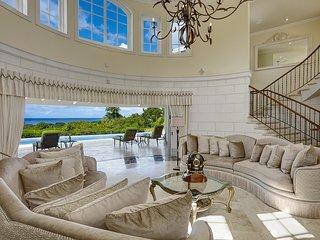 Elegant 8 bedroom property with cottage