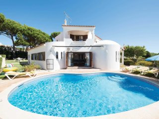 Villa Petula, 3 Bedroom 3 Bathroom Villa with Private Pool in Vilamoura