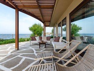 Villa Kouvohori 5 bedrooms seafront superior