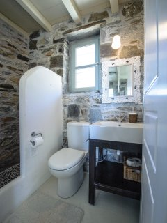 The ground floor bathroom with stone built shower.