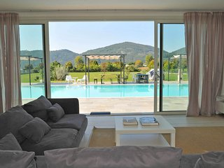 VILLA MICOL with Infinity Pool, A/C, WiFi, BBQ few mins from beaches / 5 Terre