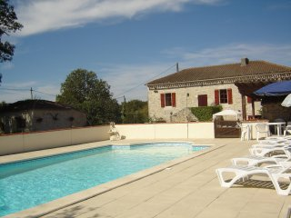 Farmhouse and Cottage with private pool set amongst the vineyards of the Lot.