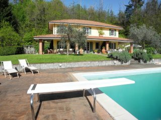VILLA SAN GIUSTO with Swimming Pool, Free WiFi, BBQ near to Beaches & 5 Terre