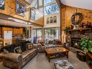 Bear Canyon Cottage' w/hot tub!