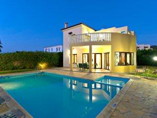 Argaka Beach Villas - Sea Views - Private & Children's Pool - Pool Table - Wifi