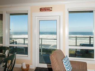 *Promo!* - Corner Oceanfront Condo - Private Hot Tub, Indoor Pool, WiFi, HDTV!