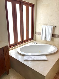 MASTER BATHROOM WITH HOT TUB