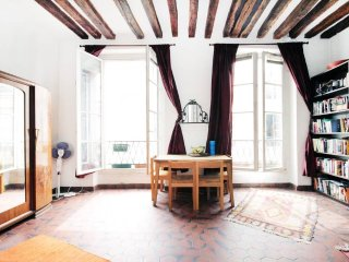Marais Airy Parisian  Loft  in Great Location