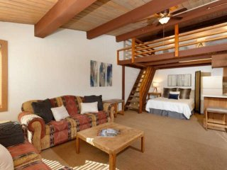 50 yards to ski trail, 150 yards to restaurants in Snowmass. Heated pool, hot tu
