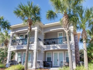 Spacious home w/ shared pool, only a short distance from shopping & beach!