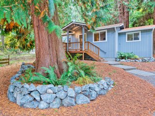 House w/ Deck On Whidbey Island - 1 Mi From Shore
