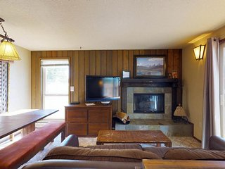 Corner alpine townhome w/ shared hot tub, easy trail, ski-in & adventure access