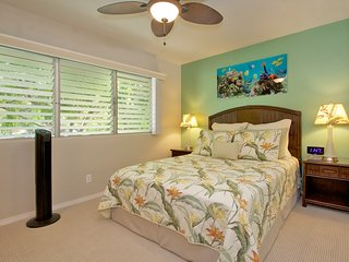 Master Bedroom w/ Queen Size Bed