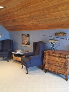seating and dresser