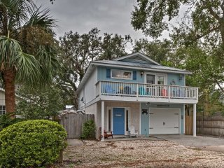 St. Simons Island Home w/Yard - 2 Blocks to Beach!