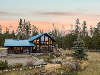 Incredible Log Cabin! Easy access- Fish- Snowmobile- Yellowstone- Free WiFi!