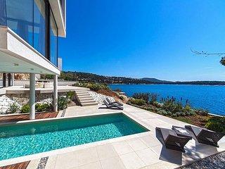 Luxury Villa Biseri Jadrana 3 with pool by the sea in Primosten