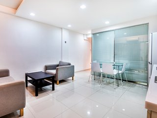 Carve Out A Great Life at Orchard Road Apartment 3-6pax