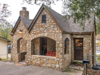 Cottage w/ rustic touches & modern amenities puts you right near center of town!