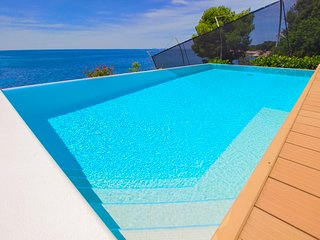 Luxury Villa Primosten Beauty with pool by the sea at the beach in Primosten