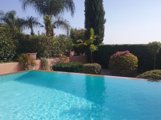 Luxury Villa with large infinity pool,stunning views, great location to Paphos