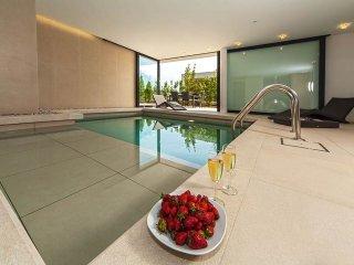 Luxury Villa Biseri Jadrana 6 with pool by the sea in Primosten