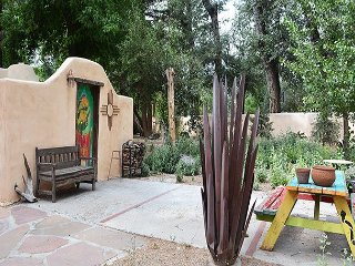 Agave Azul Taos Charm with short walk to Taos Plaza 2 Master Suites -Hot Tub
