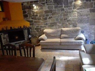 Casa Triskelion.Vivienda situada en Tierras Altas, Sierra del Alcarama.