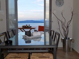 Hemera Holiday Home villa for families and friends with caldera and sunset view