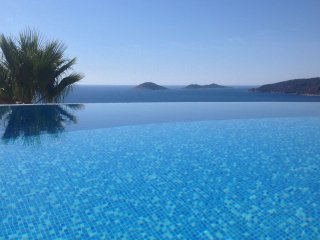 Jodaruya a Spacious Villa with fantastic Sea Views and a wonderful Infinity Pool