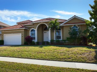 5 Min Walk to Beach, Fabulous Marco Island Waterfront Family Home!