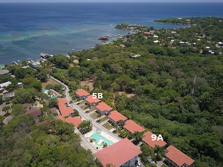 2BR/2BA Villa 9A, FREE BREAKFAST & SNORKEL by Splash Inn